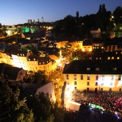 Courtesy Luxembourg tourism :affluencedansalvilleforteresseclaudepiscitelli1260886345
